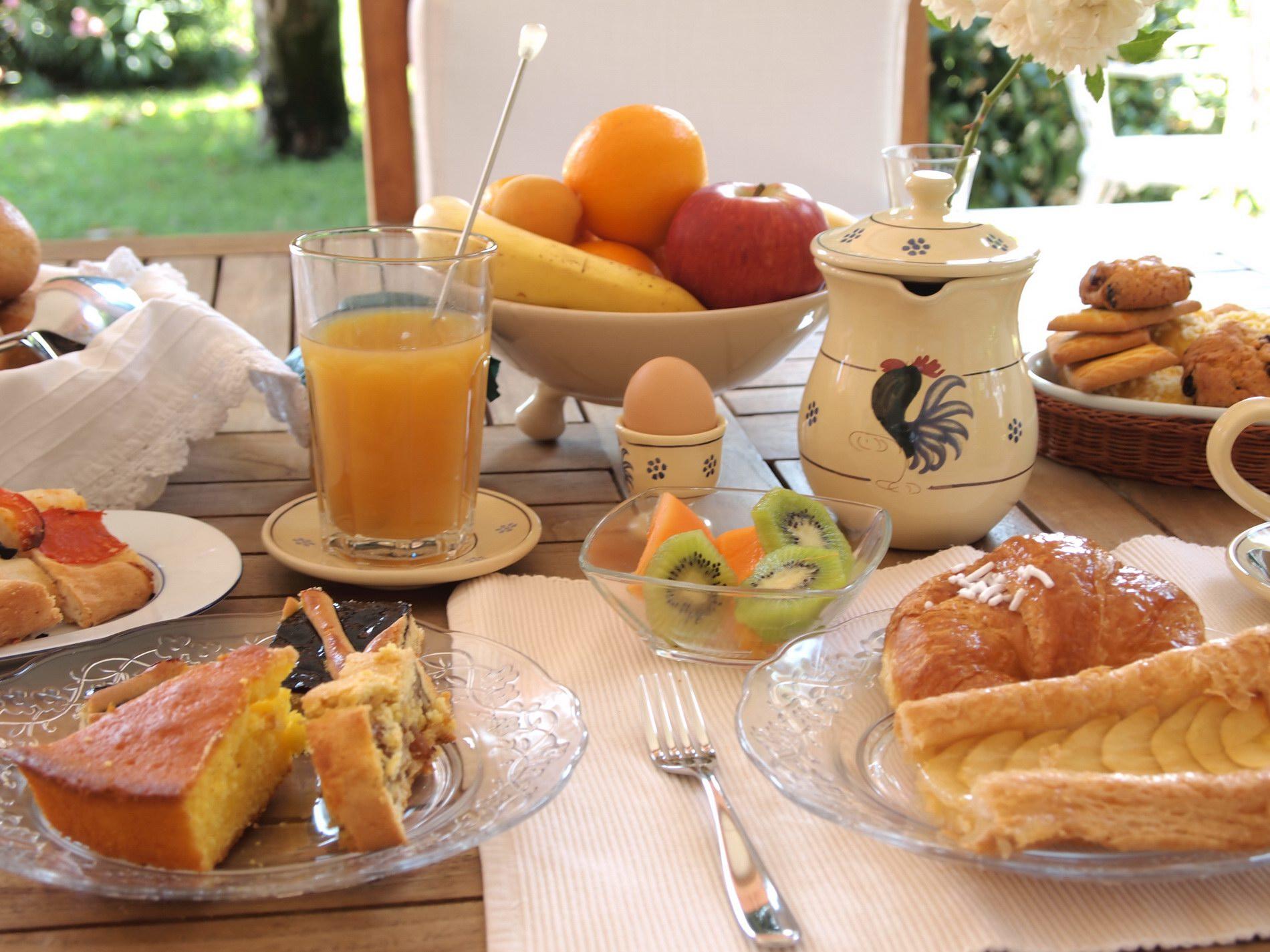 dettaglio della ricca prima colazione del bed and breakfast il casale